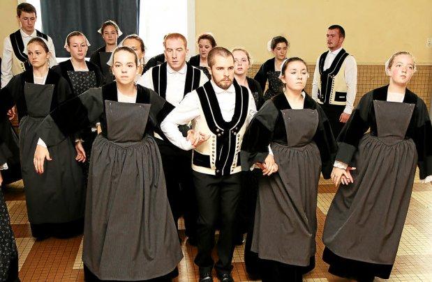 La danse unit aussi les Bretons